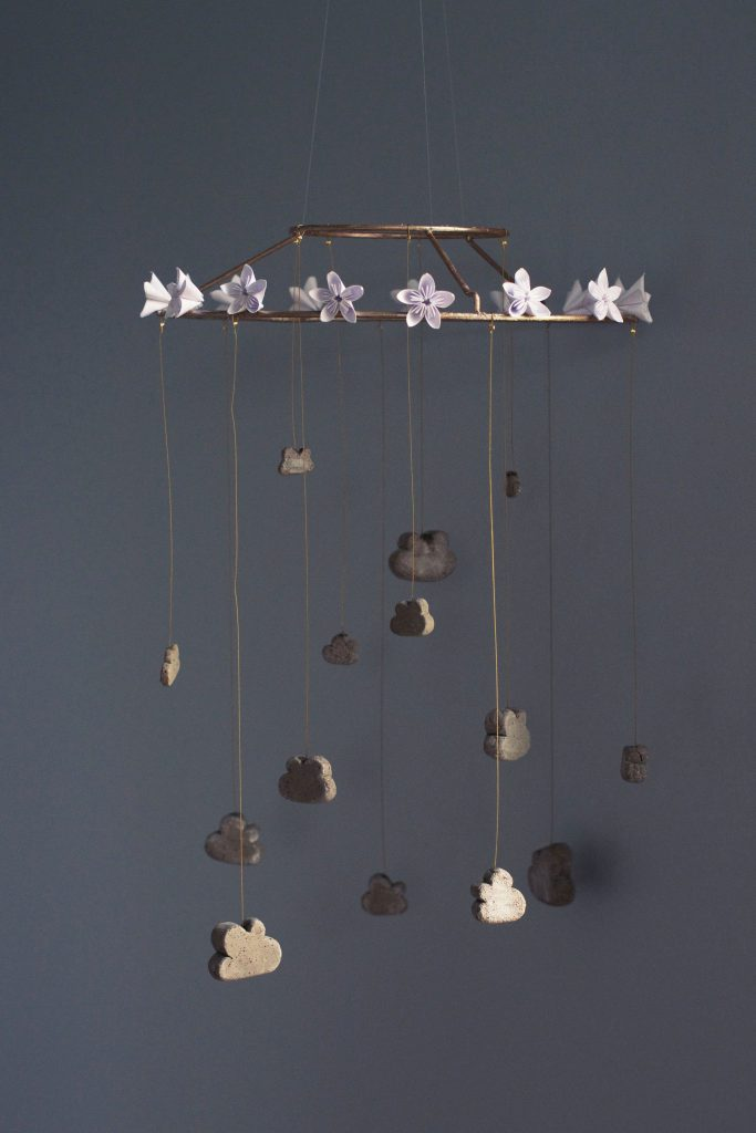 DIY Concrete Cloud Mobile with Origami Flowers | HungryHeart.se