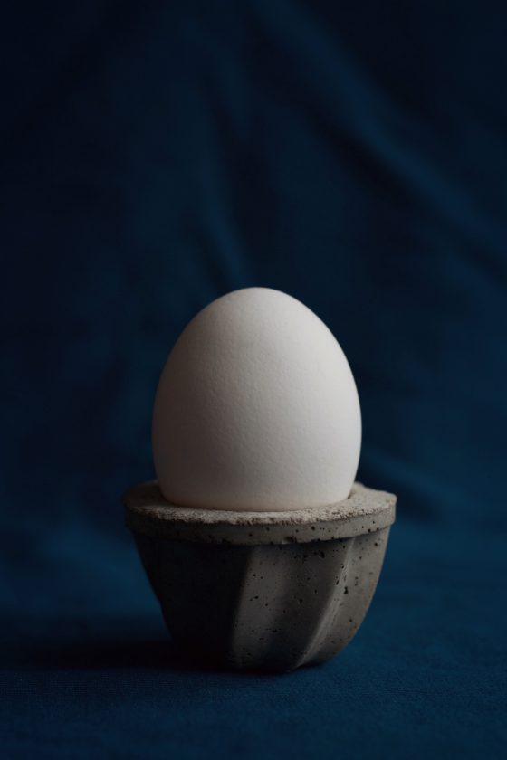 DIY Easy Concrete Egg Cup Tutorial | HungryHeart.se