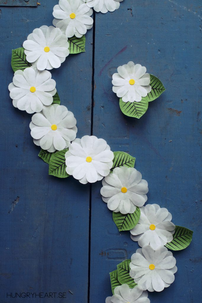 DIY Cupcake Liner Flower Garland Tutorial | HungryHeart.se