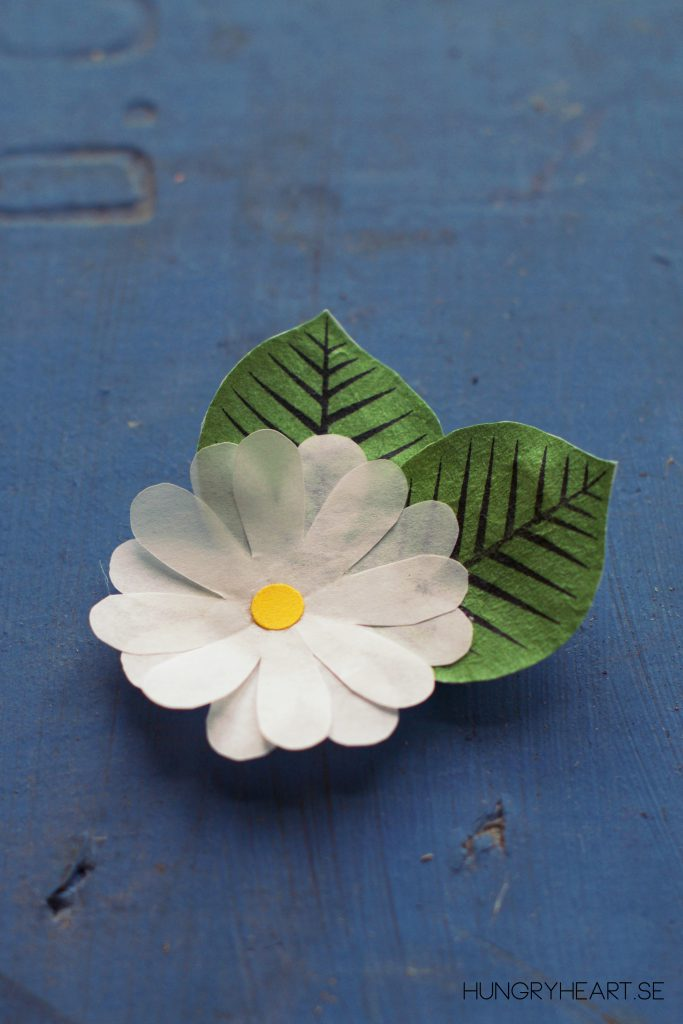 DIY Cupcake Liner Flower Hair Clip Tutorial | HungryHeart.se