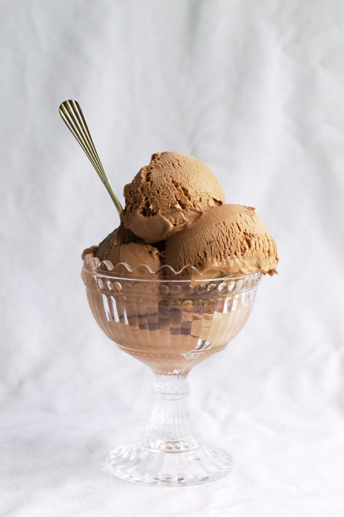 No Churn Nutella Ice Cream Recipe | HungryHeart.se
