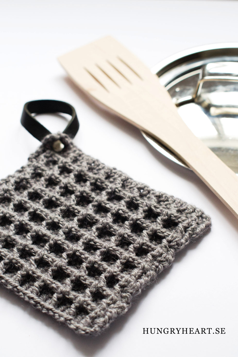 DIY Waffle Stitch Crochet Potholder | Hungry Heart